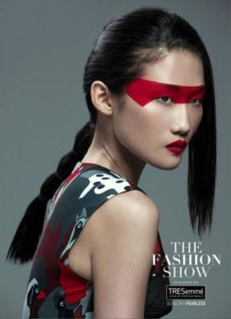 Kha Mỹ Vân ma mị trong bộ ảnh show diễn The Fashion Show vừa kết thúc thời gian vừa qua.