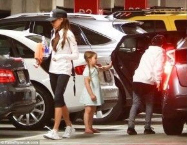 Cô con gái 5 tuổi nhà Beckham được khen điệu đà, nữ tính.