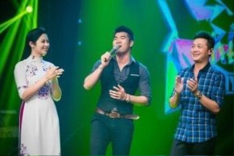 Cũng trong chương trình, Ngọc Hân hội ngộ với ca sĩ Tạ Quang Thắng, Khắc Hiếu. Cả hai thể hiện những nhạc phẩm mà cô yêu thích.