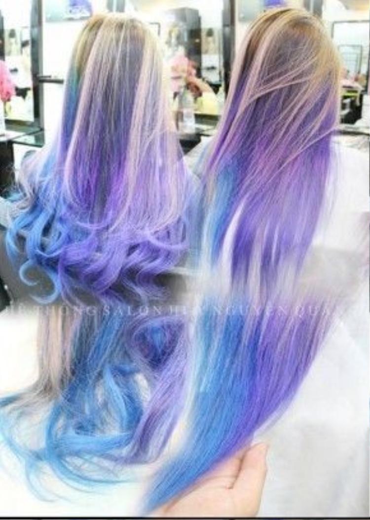 Nếu không thích tông màu chìm như đen hay nâu, bạn cũng có thể chọn tông chuyển màu sáng hơn bằng cách tẩy tóc.