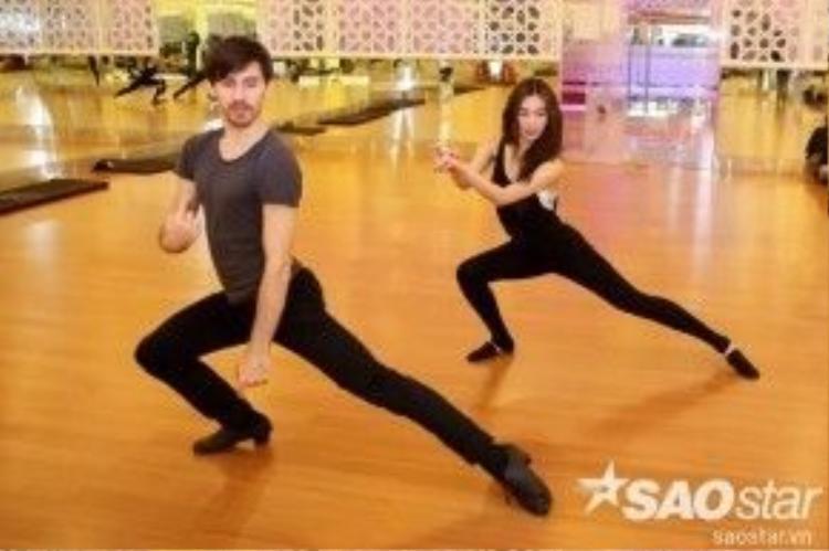 Các vũ công quốc tế đang tập luyện hết mình cùng với Top 4 Vip Dance 2016