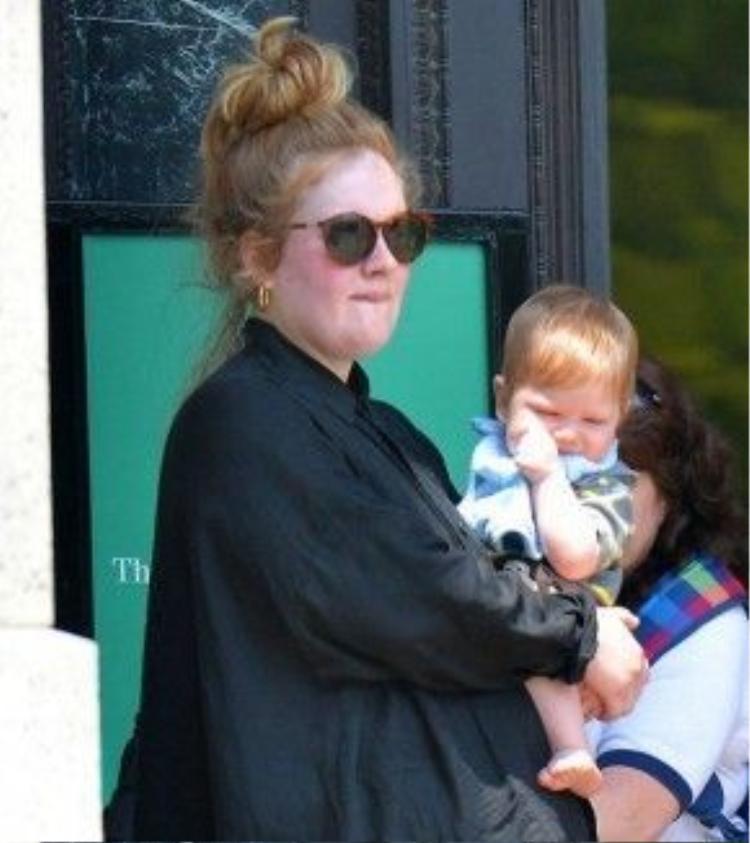 Adele và con trai Angelo