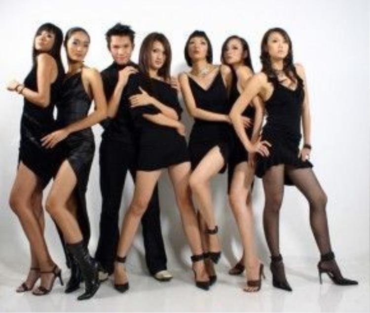 'Những cô gái chân dài' là bộ phim đầu tiên của Vũ Ngọc Đãng hội tụ một dàn diễn viên toàn người mẫu chuyên nghiệp.