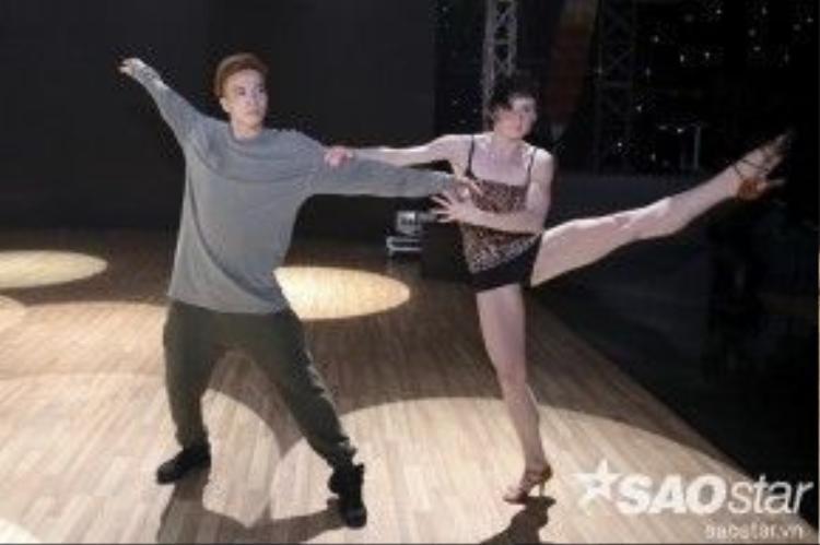 Riêng Katerina Hrstkova cô sẽ có màn kết hợp cùng S.T.