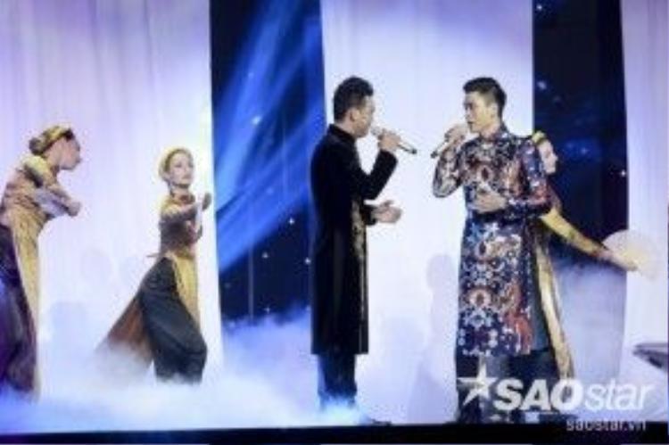 Bảo Nam và Thanh Vinh biểu diễn tiết mục cuối cùng với các ca khúc Tiễn biệt và Trộm nhìn nhau.