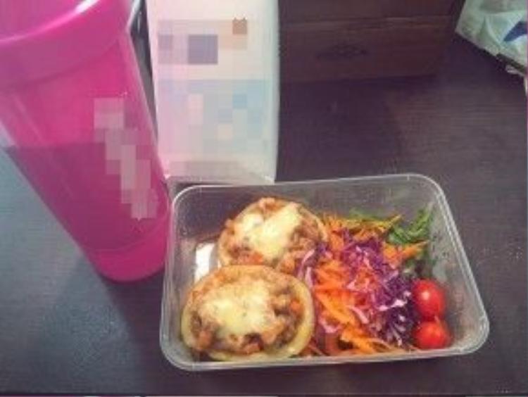Cô cũng thay đổi thực đơn ăn sáng bằng rau luộc, thịt và củ quả nướng cùng sữa tươi ít béo