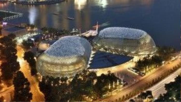 """Nhà hát Esplanade nằm ở trung tâm vịnh Marina, được xem là """"trung tâm"""" của Singapore hiện đại. Ảnh: nationalgeographic."""