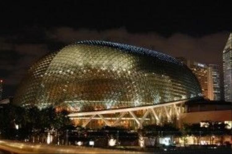 …. Và nhìn ra khu trung tâm tài chính Singapore, sẽ là nơi lý tưởng để thưởng thức những âm thanh, sắc màu và hương vị cuộc sống nơi này. Ảnh: Edu.