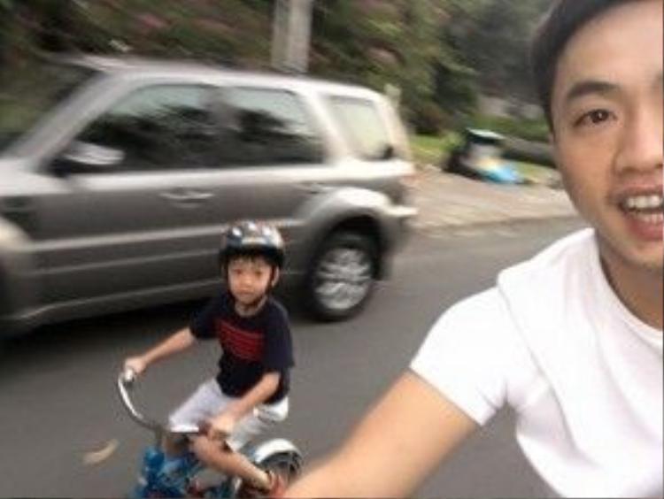 Ngoài ra, Cường Đô La vẫn thường xuyên cùng bé Subeo đạp xe đạp vào dịp cuối tuần.