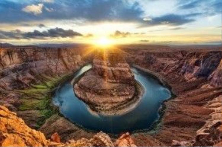 Khúc quanh hình móng ngựa - Horseshoe Bend - của sông Colorado (bang Arizona, Mỹ).