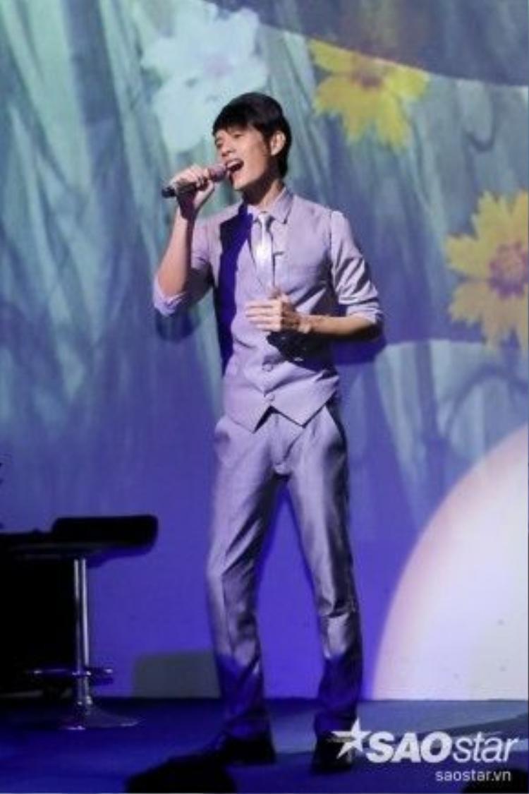Nguyễn Duy lần thứ 2 thế hiện Hoa trinh nữ, ca khúc từng giúp anh được đi thằng vào vòng Liveshow.