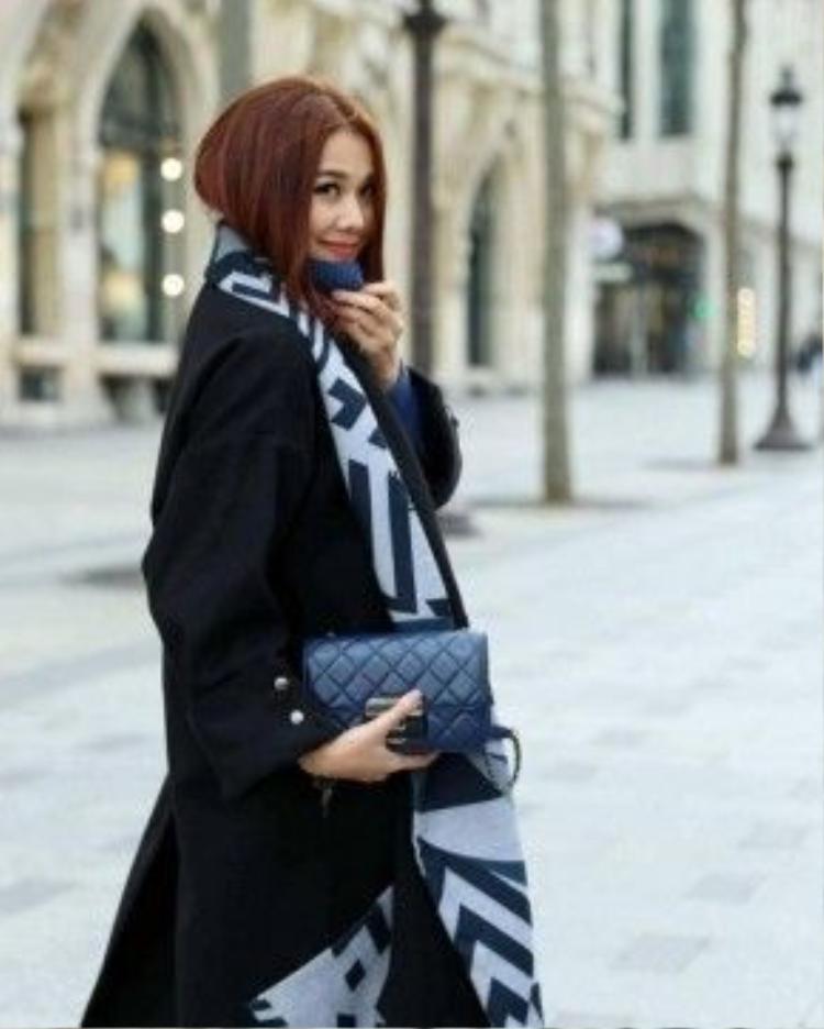 """""""Đệ nhất chân dài"""" Thanh Hằng xứng đáng danh xưng fashion icon của Việt Nam vì cô luôn cập nhật những xu hướng mới nhất, những món hàng hiệu đẳng cấp hiếm mỹ nhân Việt nào sở hữu."""