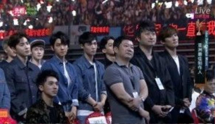 Phía dưới khán đài, EXO, Kangta…