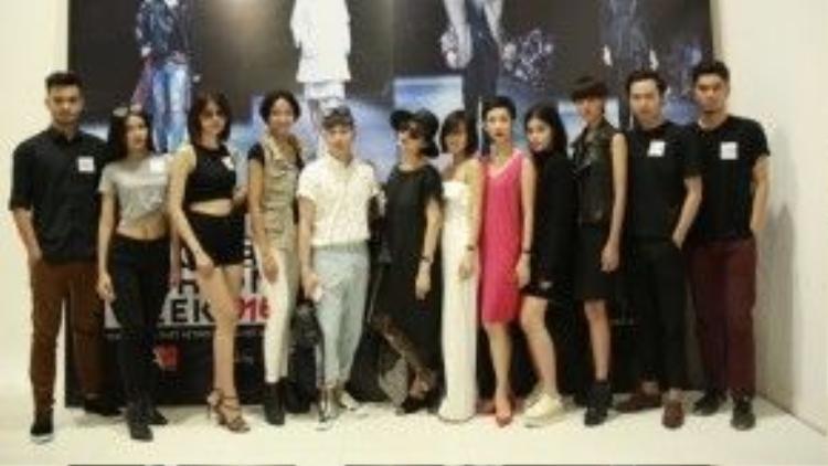 Các người mẫu chuyên nghiệp cùng các khách mời của chương trình.