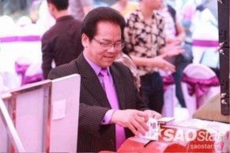 Nghệ sĩ Trần Nhượng từ Hà Nội về chúc phúc cho Hiệp Gà.