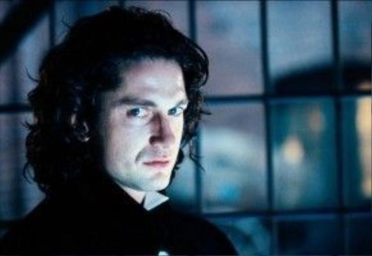 Dracula 2000 (2000): Trước thềm thế kỷ mới, Gerard Butler có cơ hội sắm vai một trong những hình tượng văn hóa nổi tiếng: bá tước Dracula. Sau khi vô tình được hồi sinh, chúa tể ma cà rồng quyết lùng diệt nàng Mary Heller-Van Helsing, con gái của thợ săn Abraham Van Helsing. Bộ phim đem đến một diễn giải mới về nguồn gốc nhân vật Dracula, nhưng không thực sự được đông đảo khán giả ủng hộ. Ảnh: Miramax