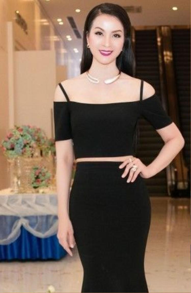 Dù đã ở ngưỡng tuổi 43 nhưng MC Thanh Mai vẫn khiến dàn mỹ nhân trẻ ghen tỵ với nhan sắc rạng rỡ, tràn đầy nhựa sống của mình.