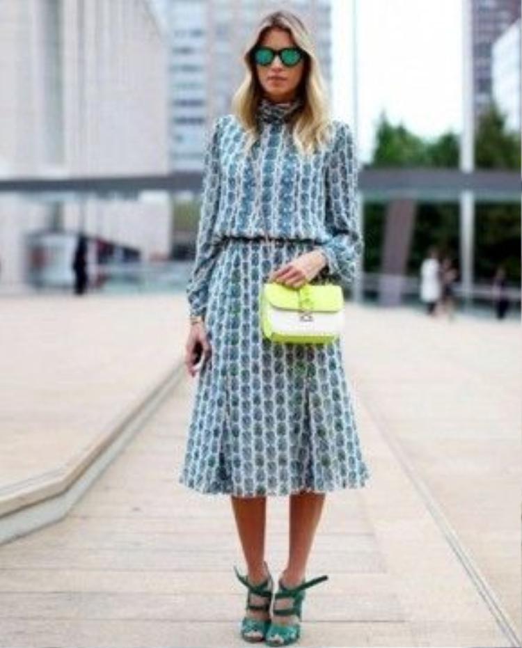 Một chân váy chữ A dáng dài cũng rất phù hợp giúp bạn dễ dàng tìm thấy được cái đẹp từ chính bản thân mình đấy!