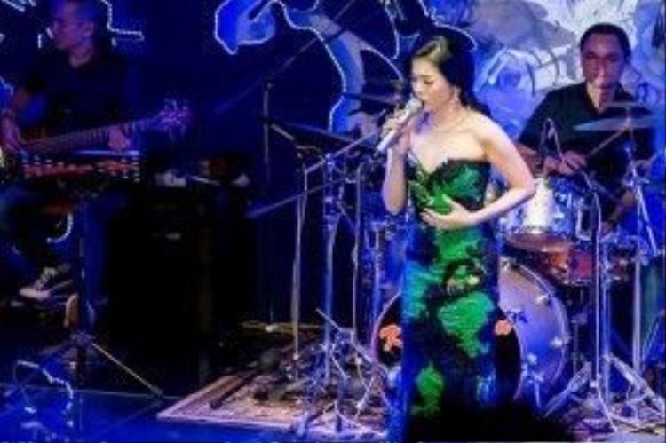 Đây vốn dĩ là phong cách thời trang quen thuộc của nữ ca sĩ.