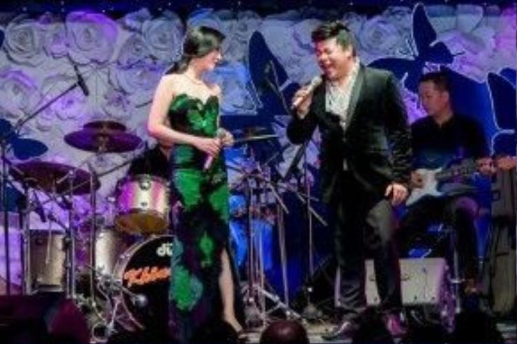 Trong hai đêm nhạc giới thiệu có khách mời rất đặc biệt là ca sĩ Quang Lê, một người bạn rất thân thiết từ ngoài đời đến sân khấu của Lệ Quyên.