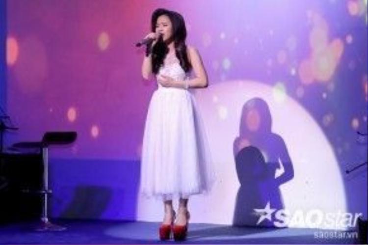 Trần Hằng tạo ấn tượng đặc biệt khi mở màn bằng loạt ca khúc cô nàng từng gây ấn tượng tại vòng Tinh hoa. Với Hiu hắt đời nhau, một lần nữa Hằng thăng hoa với phần trình diễn của mình.