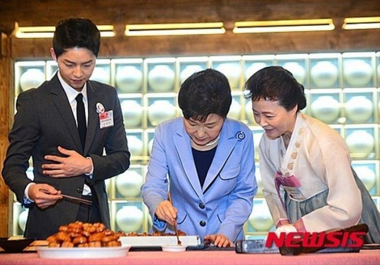 Song Joong Ki được diện kiến Tổng thống Hàn Quốc