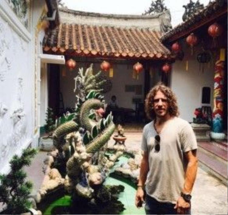 Cựu thủ quân Barca sang Việt Nam từ ngày 7/4, và tranh thủ đi thăm thú cảnh đẹp Việt Nam.