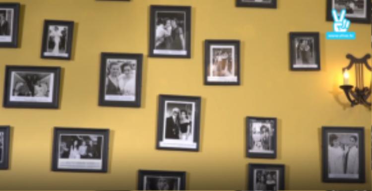 Những kỷ niệm đều được cô khắc ghi thông qua những bức ảnh trên tường.