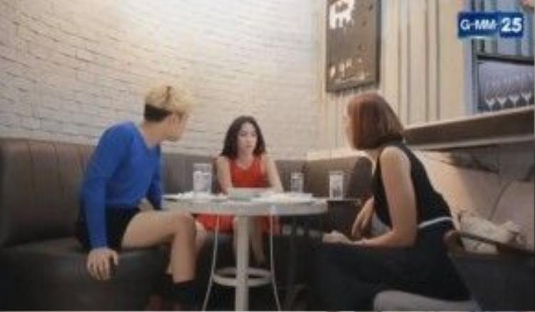 Những người bạn của Katun cũng đâm ra nghi ngờ nhân cách của cô khi thấy cô xử sự quá phũ phàng với Lee.