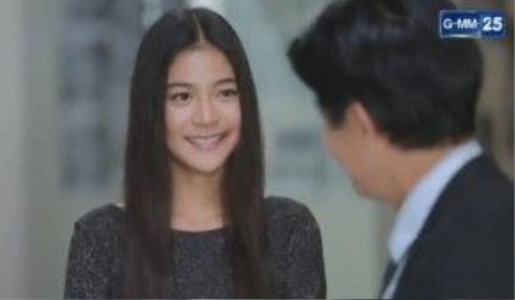 Ae thì an ủi Lee và chê trách Katun đã coi thường công sở.