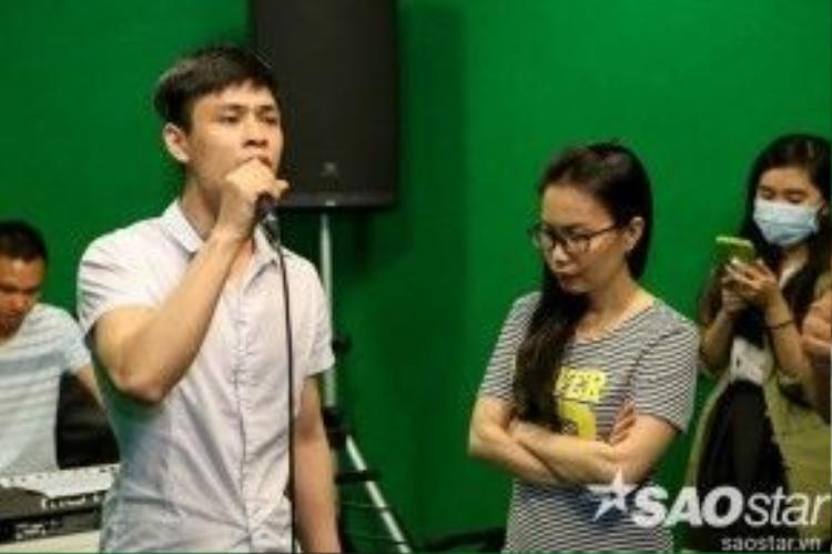 Sau phần mở màn đầy ấn tượng tuần trước, Bảo Nam sẽ tiếp tục chinh phục khán giả bởi chất giọng mượt mà của mình qua ca khúc Miền Trung yêu dấu.