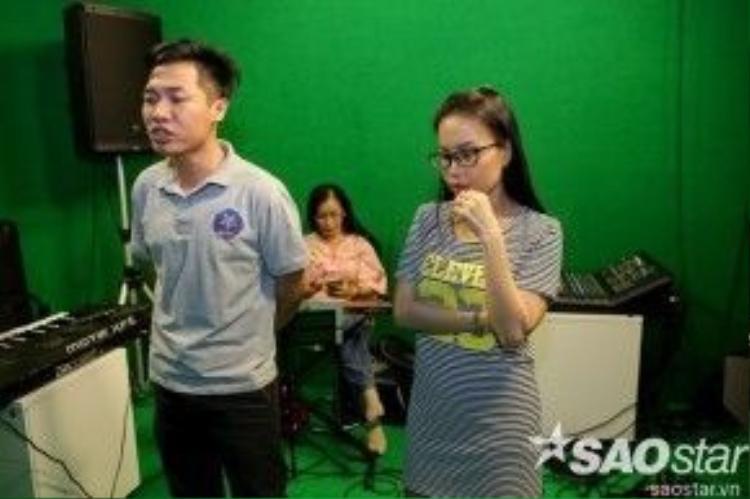 Ở đêm thi solo lần này, Đình Nguyên sẽ thể hiện Ghen, một sáng tác của nhạc sĩ Phan Khanh với giai điệu vô cùng lý thú.