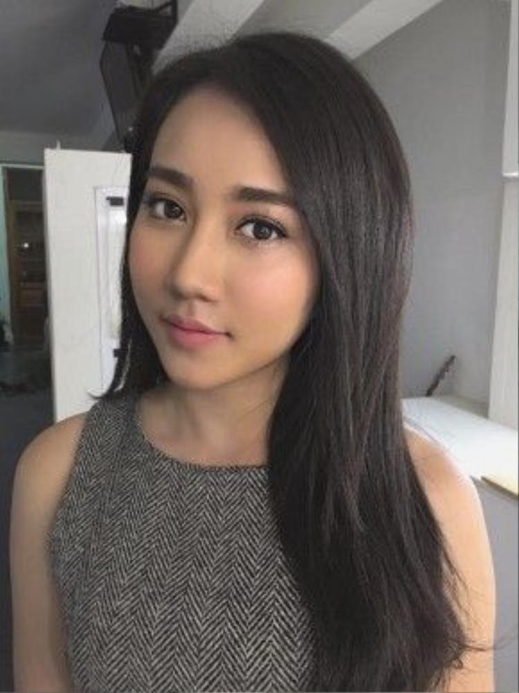 Gần đây cô bạn Hồng Loan cũng đã có dịp hưởng ứng theo phong trào make up như nàng Lee trong phim.