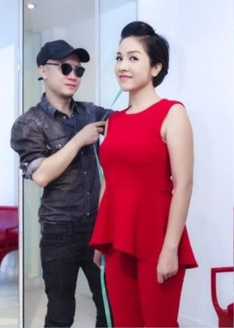Và cơ duyên gặp gỡ với nhà thiết kế Đỗ Mạnh Cường đã giúp Mỹ Linh hoàn toàn lột xác.