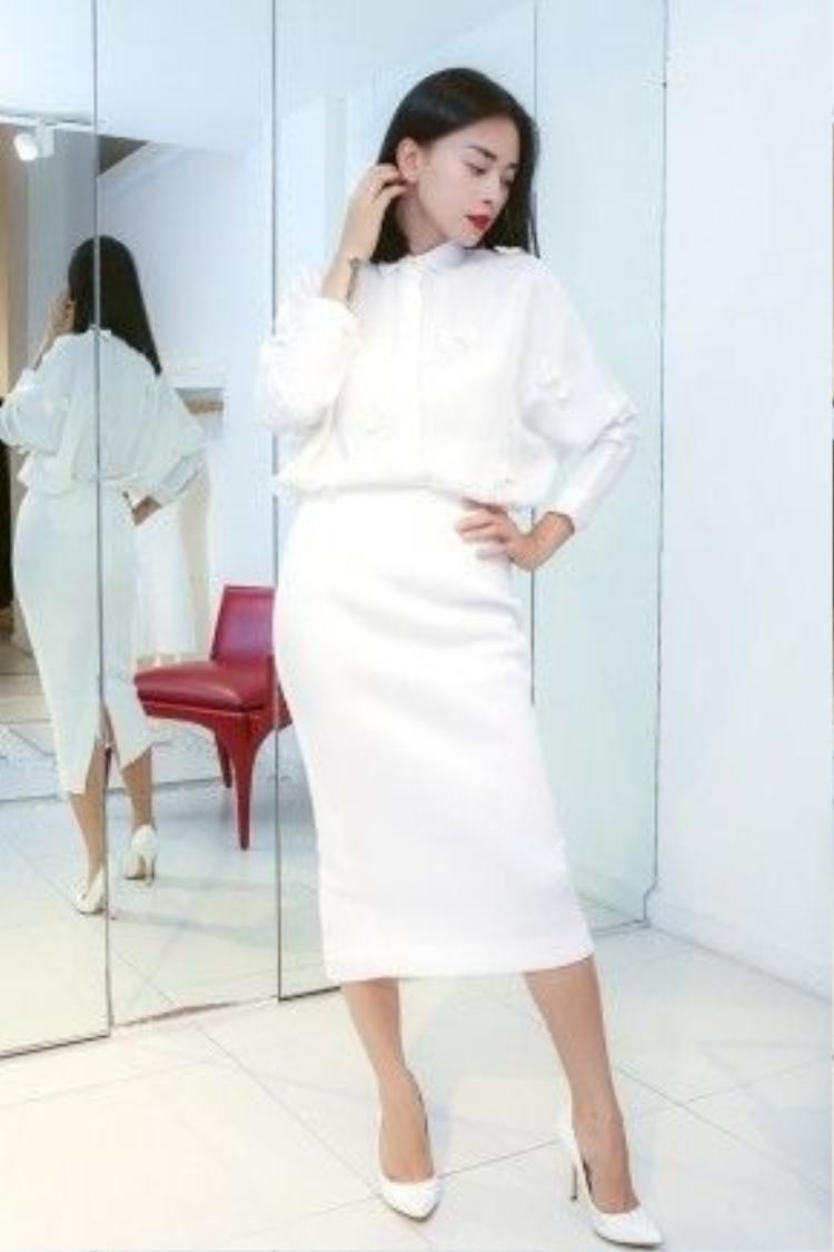 Năm 2012, cô xuất hiện với vai trò mở màn trong show diễn The Muse kỉ niệm 5 năm làm nghề của Đỗ Mạnh Cường.