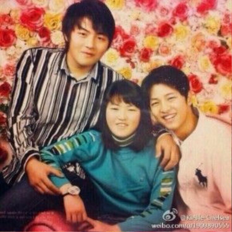 Trước đây, cư dân mạng cho rằng Song Joong Ki đã lấy hết gen trội của anh em trong nhà.