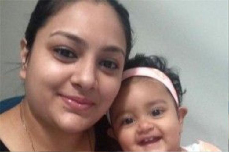 Bức ảnh chụp hai mẹ con Nikat và Soyana