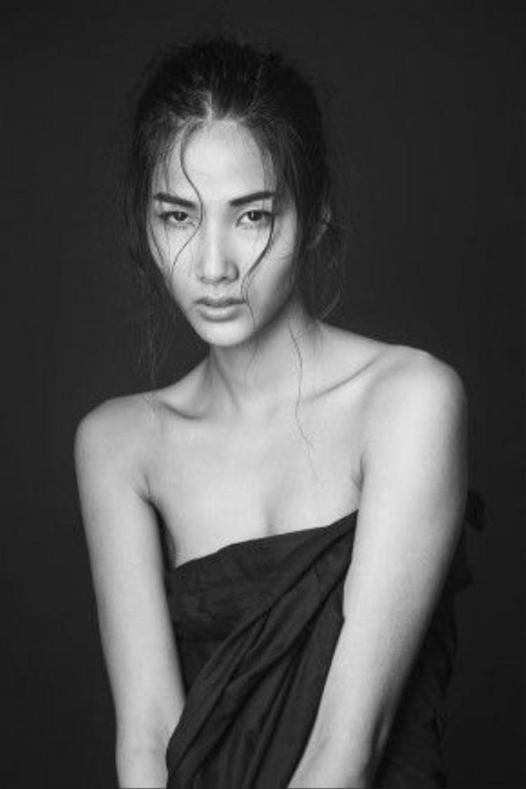Đầu tiên trong danh sách không thể không nhắc tới Hoàng Thùy - quán quân Vietnam's Next Top Model 2011.