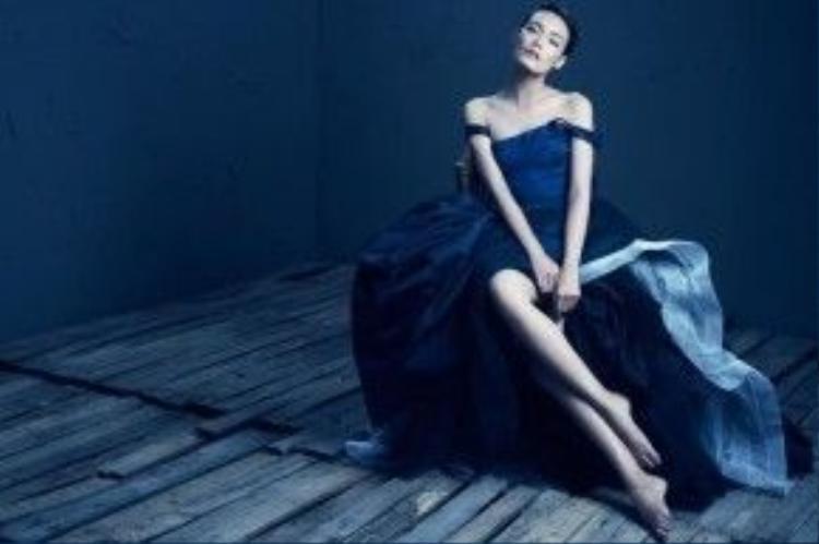 Những trang phục như thế này càng làm sự hấp dẫn từ cô người mẫu tăng lên nhiều lần.