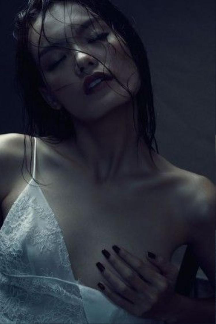 Người mẫu Thanh Thảo với gương mặt thanh tú cùng đôi xương quai xanh gợi cảm.