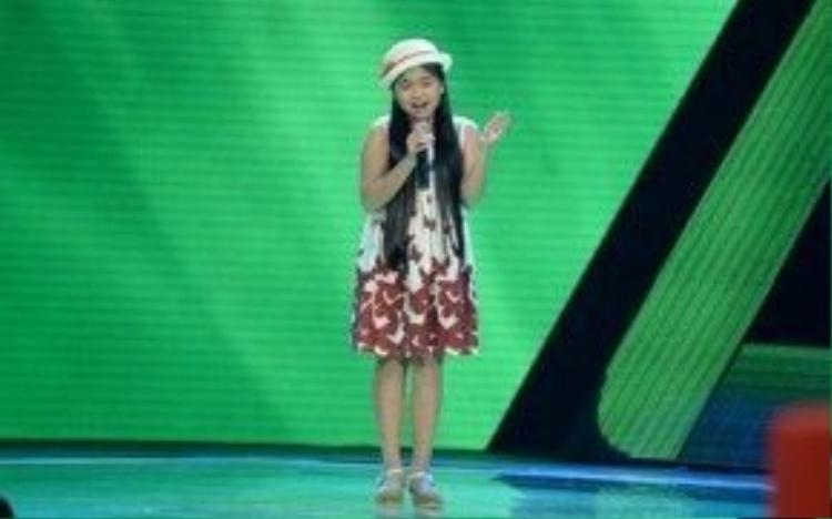 Thiện Nhân gây sốt ngay trong vòng Giấu mặt của Giọng hát Việt nhí 2014.