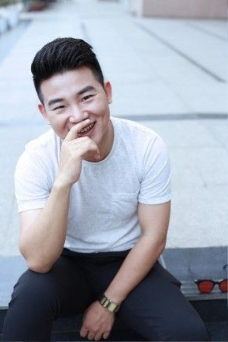 Việt Tú chia sẻ, những đánh giá này cùng tình yêu thương của khán giả giúp anh có động lực hơn, nhiều đam mê hơn với âm nhạc nói riêng và nghệ thuật nói chung. Ngoài hoạt động trong vai trò ca sĩ, anh còn rất chăm chỉ và khá đắt show trong vai trò MC truyền hình, sự kiện…