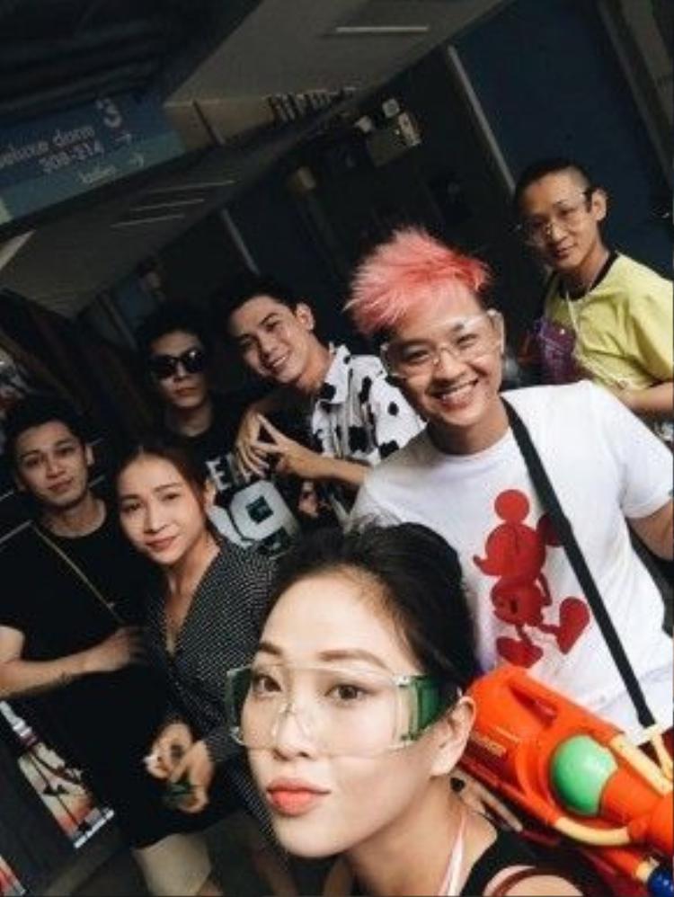Cùng đến Thái Lan lần này còn có Thanh DuyIdol, Đại Nhân, Tronie và Huy Khánh.