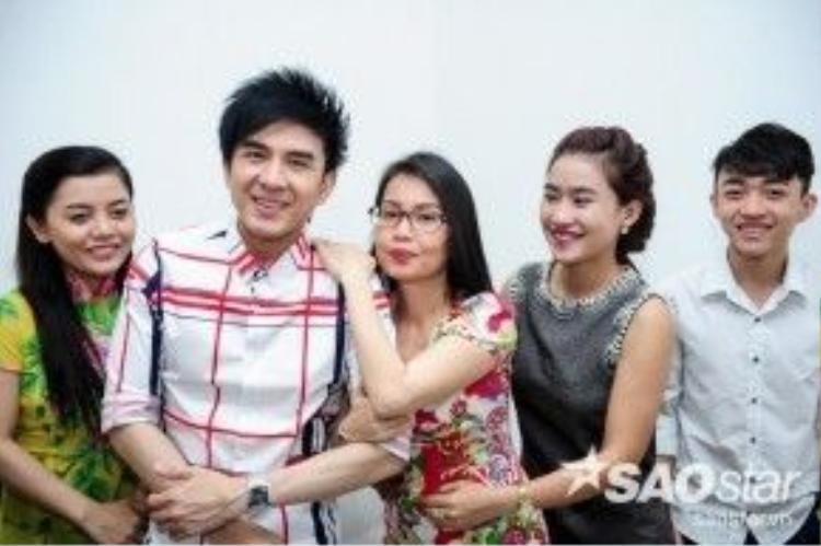 HLV Đan Trường - Cẩm Ly cùng top 3 thí sinh Hồng Quyên, Yên Nhiên và Trung Quang.