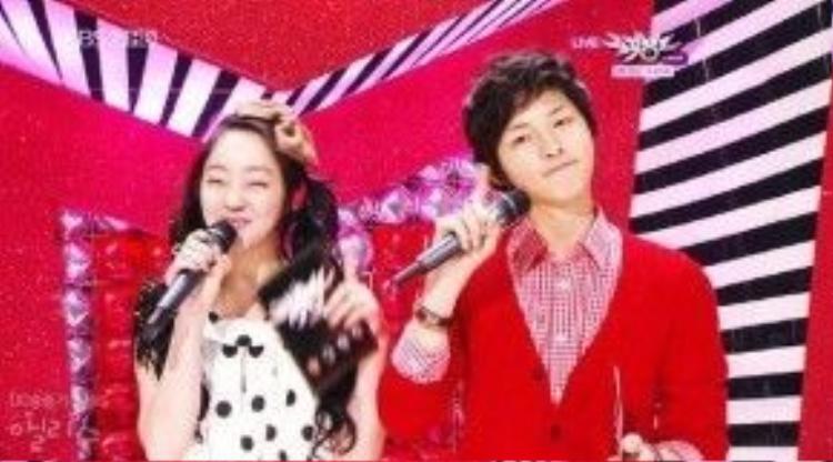 Song Joong Ki thời còn làm MC của Music Bank.