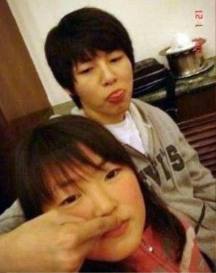 Song Joong Ki cùng em gái.