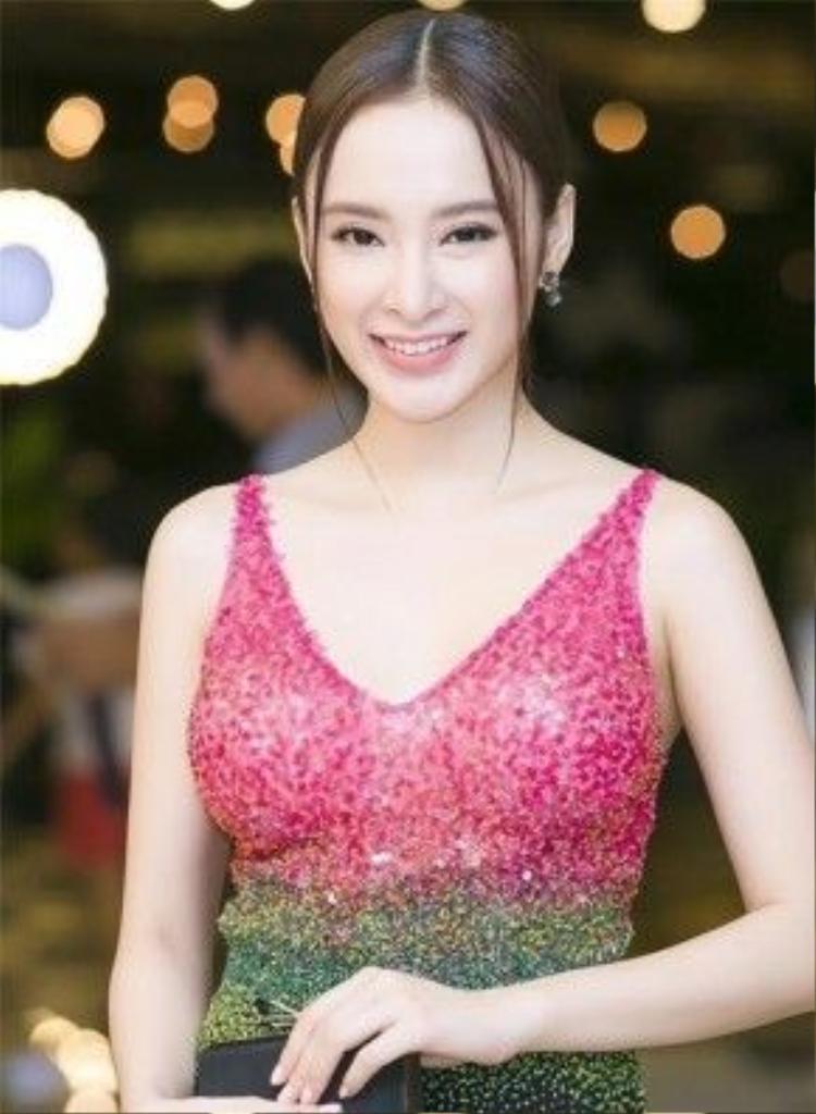 Vẻ đẹp của Angela Phương Trinh một phần nhờ vào đôi mắt long lanh cùng cặp lông mày ngang đầy tự nhiên.