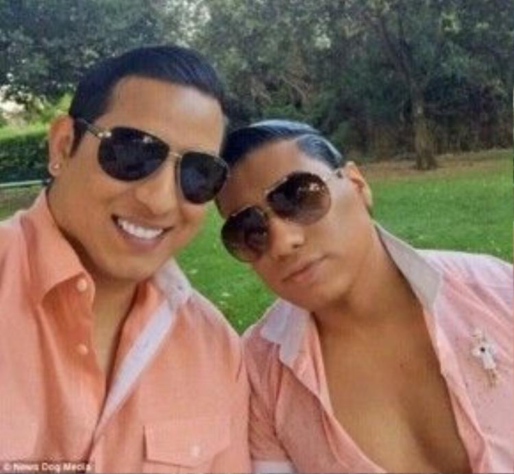 Efren Styles (phải) và Christopher (trái) kết hôn vào năm 2007. Sau 9 năm chung sống, họ vẫn hạnh phúc bên nhau.