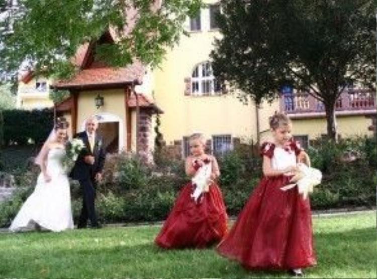 """Hơn 10 năm qua, chị Thiện đã gây dựng được tiếng tăm cho lâu đài Fried ở Hungary và giành nhiều giải thưởng lớn như danh hiệu """"Khách sạn đẹp nhất Hungary"""" năm 2010, """"Khách sạn của năm 2011"""", giải thưởng """"Chất lượng"""" của Tổng cục Du lịch Hungary và Cơ quan du lịch của Liên minh châu Âu năm 2014."""
