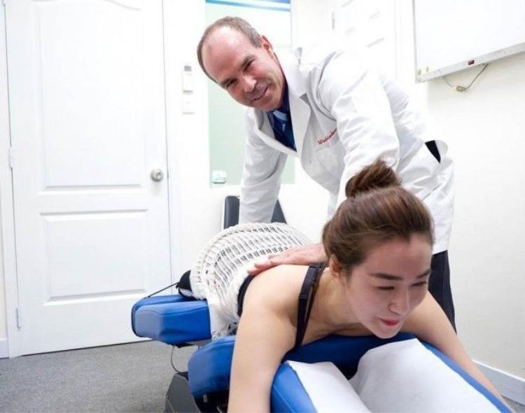 Khánh My phải sử dụng vật lý trị liệu phục hồi chức năng tại ACC để đứng dậy sau chấn thương